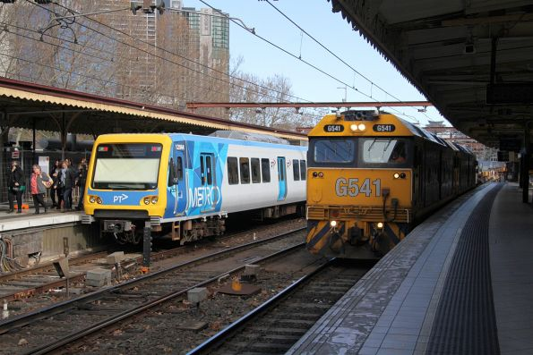 G541 leads G531 on the down Long Island steel train at Flinders Street Station