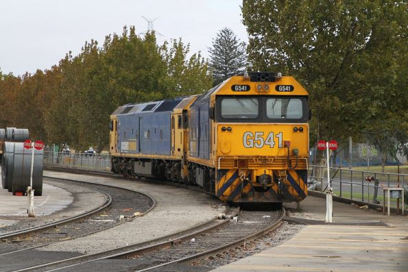 G541 and G527 waiting at South Dynon