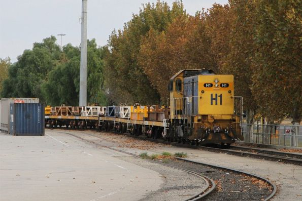 H1 stabled in the steel sidings at South Dynon