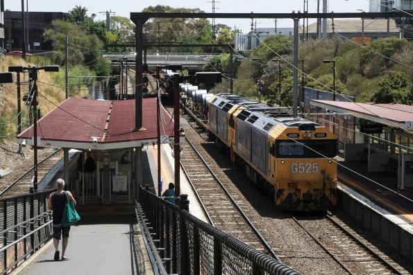 G525 and G531 waiting on the third track at Moorabbin on the down Long Island steel train