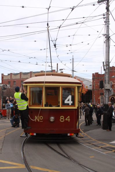 Changing the direction of the trolley pole to head back in