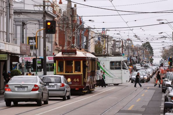 Z2.101 crosses paths with Tram 44 at Wattletree Road