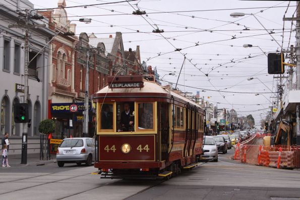 Holding up traffic on Glenferrie Road
