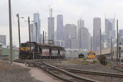 Y152 waiting in the Melbourne Operations Terminal with three loaded NGGF hoppers taken off a down SG steel train