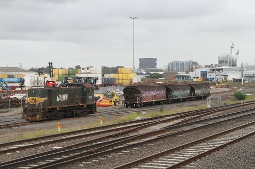 Y152 leave the three loaded NGGF hoppers in the siding