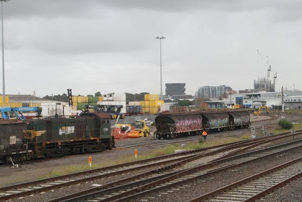 Y152 retrieves four empty wagons from the Manildra siding