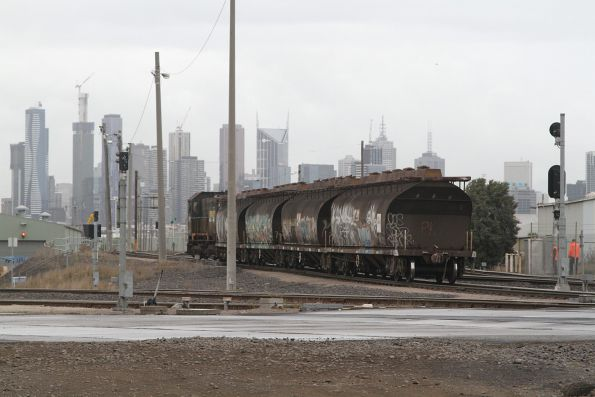 Y152 arrives back at the Melbourne Operations Terminal with the empty NGGF wagons