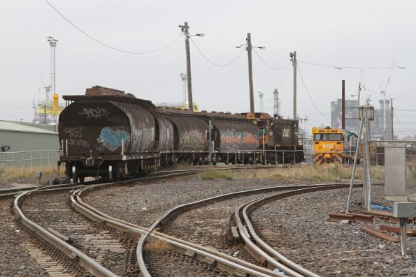 Y152 returns to the Melbourne Operations Terminal with a rake of sugar hoppers
