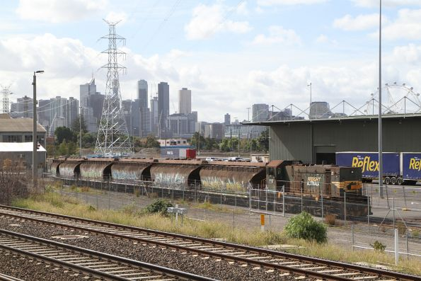 Y152 shunts eight NGGF sugar wagons into the Manildra siding at North Dynon