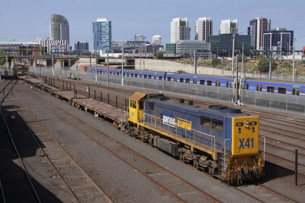 Going back the way they came (but locos at opposite ends) - X41 leads G525 push pull with a rake of container wagons through Melbourne Yard
