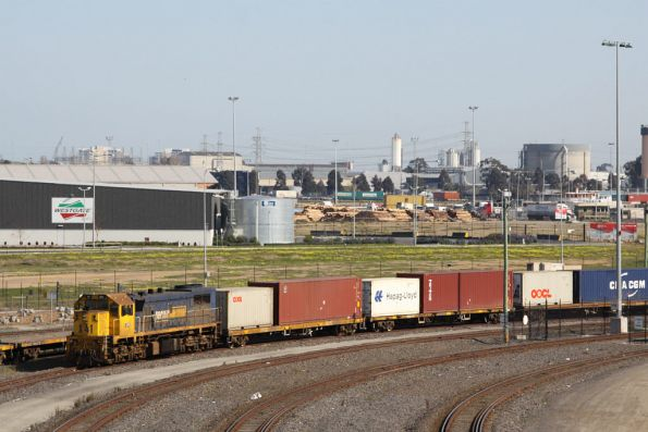 X41 stabled with a loaded broad gauge freight at Appleton Dock