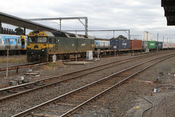 G543 departs Tottenham Yard with container wagons for Appleton Dock