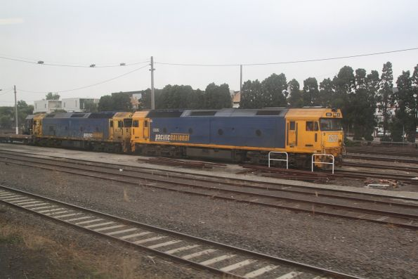G525 and BL34 lead a rake of empty container wagons out of Tottenham Yard