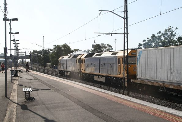 BL34 and G525 lead a down broad gauge container train through Tottenham Yard