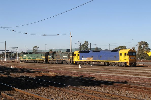 BL32, P20 and G542 return to South Dynon light engine, after shunting empty container wagons at Tottenham Yard