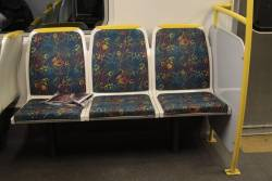 Longitudinal seating around the doors of Connex-era modified Comeng 541M