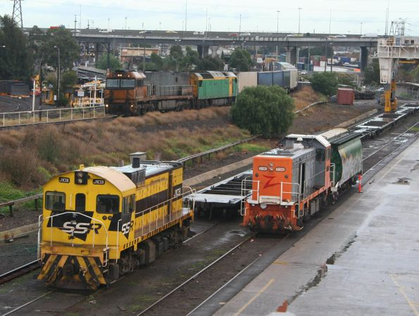 J103 and T386 at the Creek Sidings, NR and AN shunting over the creek from South Dynon