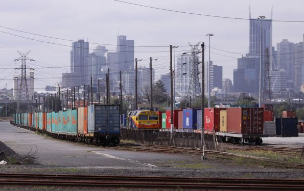 Loaded up trains at North Dynon - BG wagons for the Maryvale paper train to the left, SG for QRN's MA6 train on the right