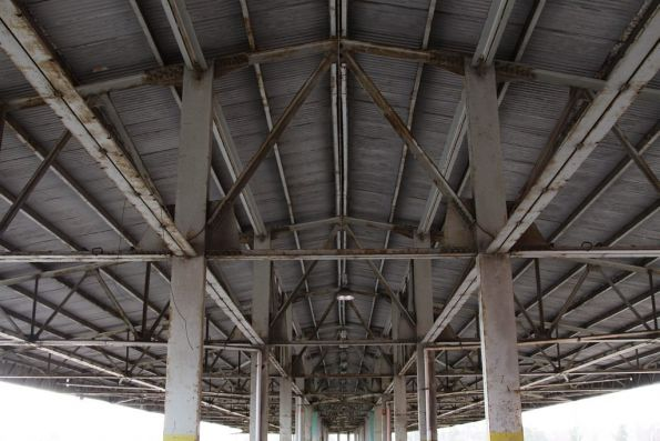 Underside of the roof at platform 'H'