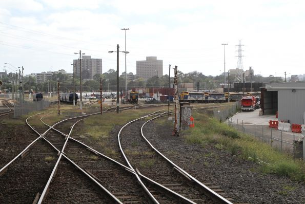Broad (L) and standard (R) gauge tracks at the western end of North Dynon