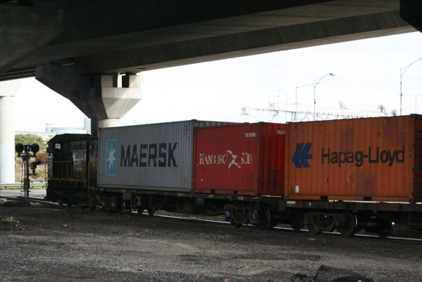 Y class drags a rake of container flats over Footscray Road
