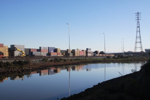 Looking up the Westgate Ports siding at Victoria Dock, along Moonee Ponds Creek