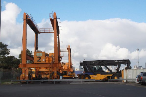 Melbourne Freight Terminal: pair of unused Mi-Jack 'Travelift' rubber tyred gantry cranes to the left, replacement reach stackers to the right