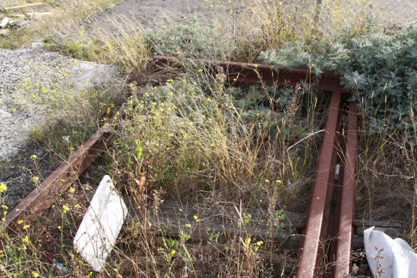 Dead end of a dual gauge track in the Alauda Sidings