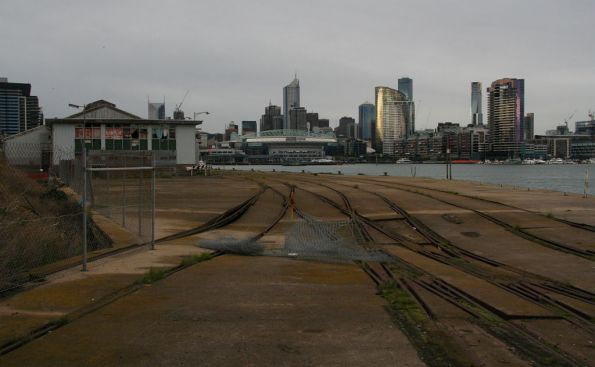 Looking back towards Melbourne Yard, left track went to wharves 22-23