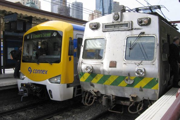 Hitachi 37M at Flinders Street Station on a Showgrounds special