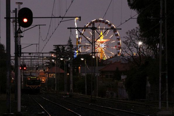 An EDI Comeng approaches the showgrounds at twilight
