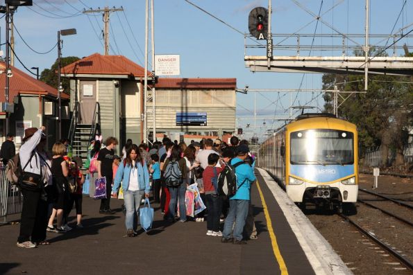Siemens trains arrives into Showgrounds station