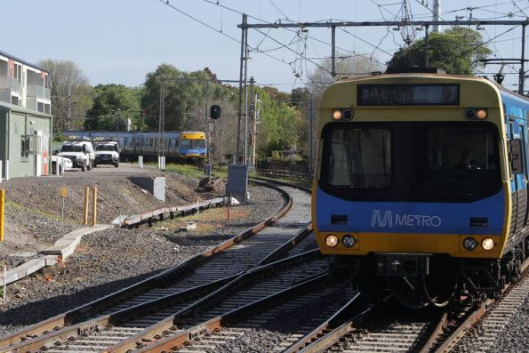 Up Craigieburn train arrives into Newmarket station, as an up Flemington Racecourse train waits on the branch