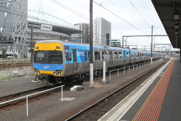 Comeng 475M trails a down Showgrounds service at Southern Cross platform 8
