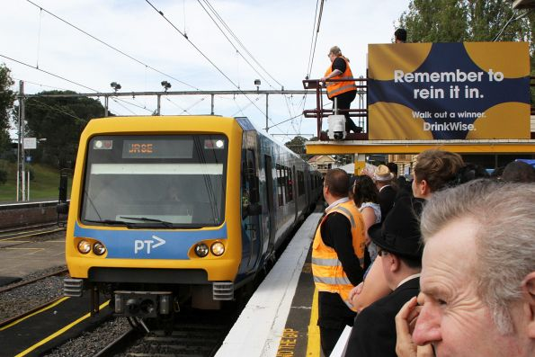 X'Trapolis 35M arrives into Flemington Racecourse platform 1