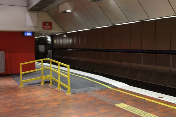 Wheelchair ramp added to the Parliament end of Melbourne Central platform 3