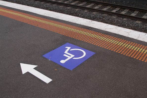 Backwards facing directions to the wheelchair waiting area of the platform at Seddon