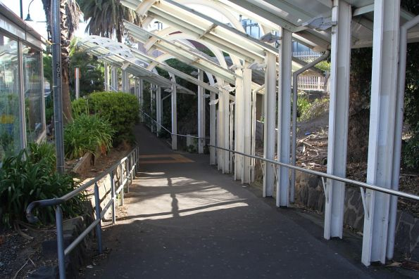 Non DDA-compliant ramp leading to the Essendon station subway