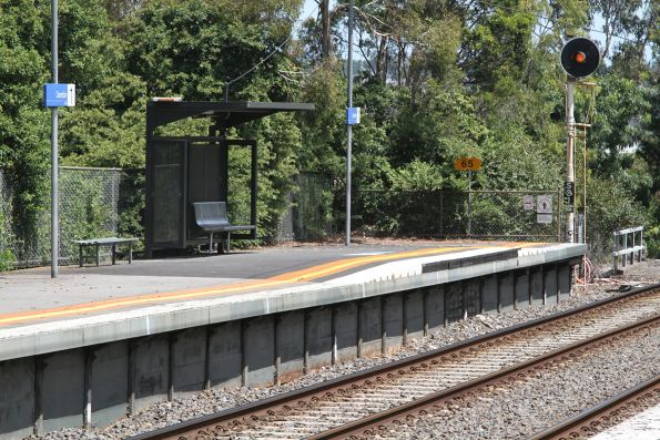 Raised wheelchair ramp at the up end of Darebin platform 1