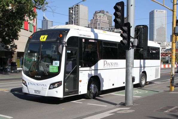 Panorama coach 3021AO crosses Princes Bridge with a Westall-bound rail replacement bus service