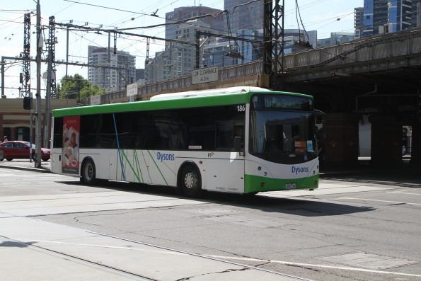 Dysons bus #186 heads west at Flinders and Market Street between Frankston line rail replacement services