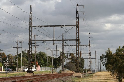 22 kV AC transmission lines attached to the stanchions on the Epping line at Thornbury