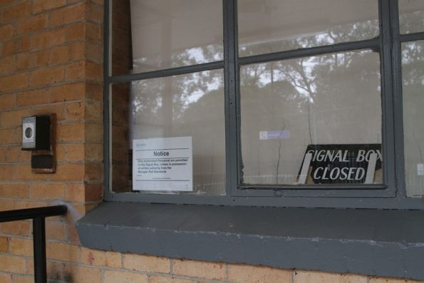 'SIGNAL BOX CLOSED' notice at Macleod