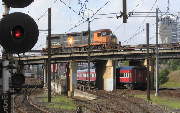 C505 shunting container wagons from South Dynon over the North Melbourne flyover