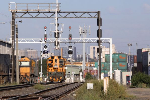 Y152 shunting the Melbourne Operations Terminal, with a low speed light on the signal with many route indications