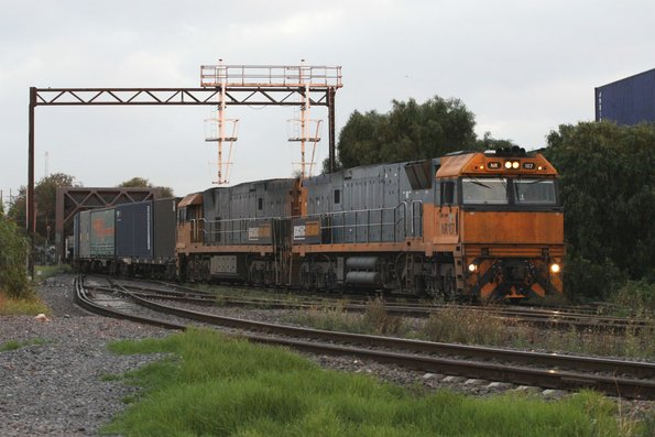Boring vanilla pair of NR107 and NR114 heads into South Dynon