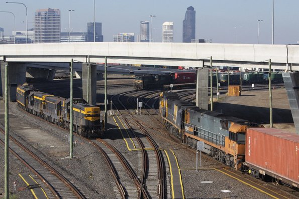 AM3 heads into the Patrick Sidings at Appleton Dock, the El Zorro locos wait to depart