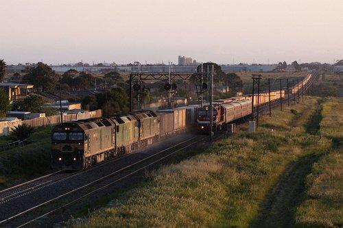 G541, DL43 and G542 on MC2 overtake a diverted Shepparton V/Line service at the Maribyrnong River Viaduct
