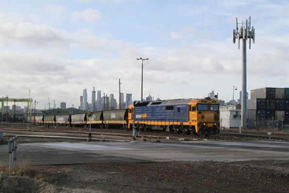8115 shunts standard gauge grain wagons into the wagon workshops at Dynon