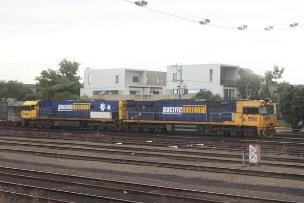 9302 leads NR37 on AM5 at West Footscray